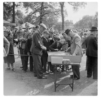 An entertainer at Raphels Park; 1948