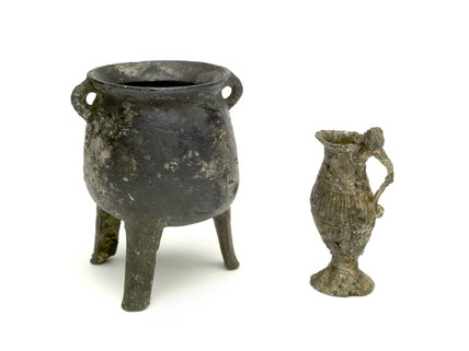 Toy jug and toy cauldron: 16th and17th century