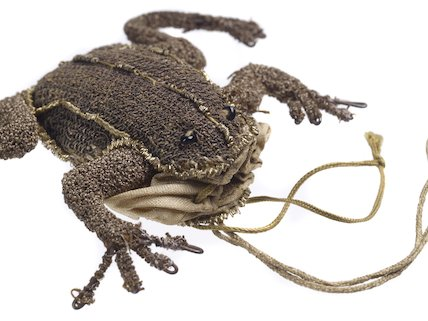 A small purse shaped like a frog; 1650-1680