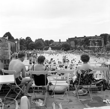 Crowds at Twickenham Lido. c.1955