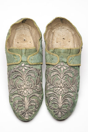 A pair of men's cream satin shoes; 1726-1750