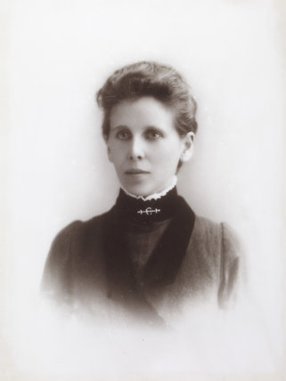 Christina Broom; 1889