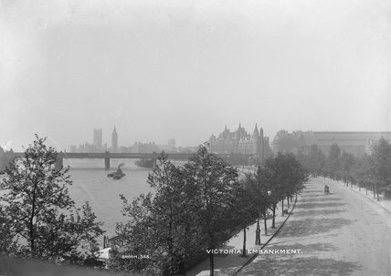 View along Victoria Embankment; 1905