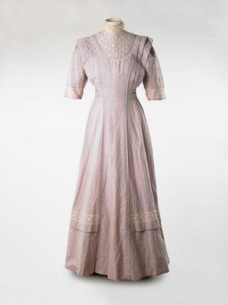 Wedding dress; 1910