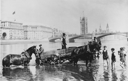 Lambeth 1930: The Thames at low water