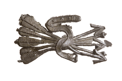Pewter livery badge with a five arrow design: late 15th century