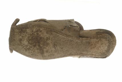 Leather shoe: 16th century