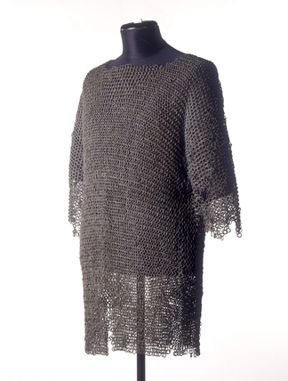Chain mail shirt: 14th century
