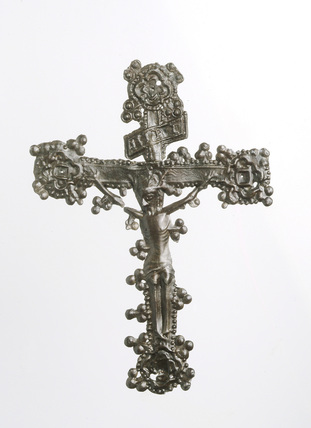 Crucifix pilgrim badge: 14th-15th century