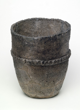 Middle Bronze Age ceramic bucket urn