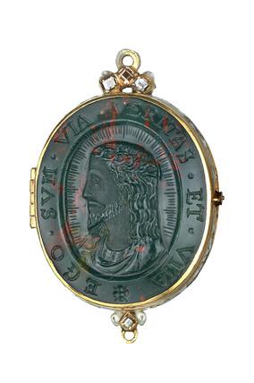Bloodstone reliquary pendant : 16th - 17th century
