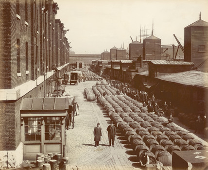 The north quay at the London docks: 1907