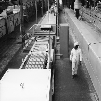 Production floor of the United Biscuits Ltd factory at Isleworth: 1972