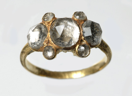 Gold finger-ring with traces of black enamel: 17th century