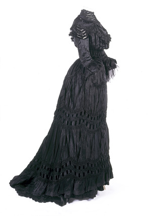 Black dress ensemble: 1905-1908