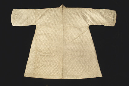 Bedgown of ivory silk: 18th century