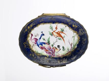 Blue-ground  patch snuff box: late 18th century