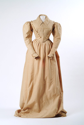 Woman's riding habit: c.1827