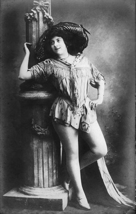 Photographic postcard of Kitty Lord in stage costume: 1901-1914