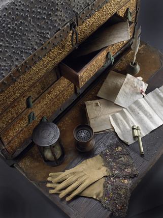 Travelling coffer and writing kit: 16th- 17th century