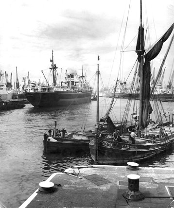King George V Dock: 20th century