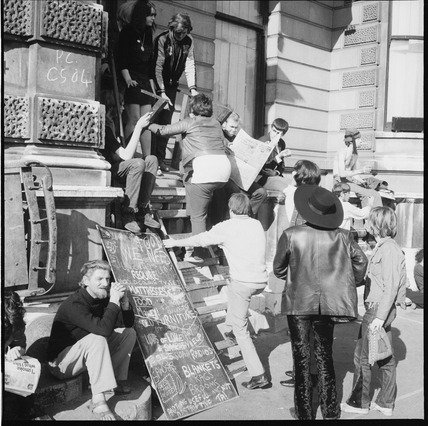 Squatters outisde the 'London Street Commune' in Piccadilly:1969