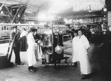 Lyons coffee stall, Victoria Station: 20th century
