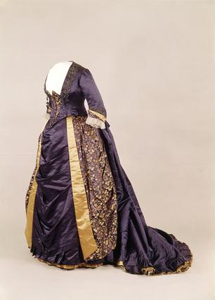 Silk evening / dinner dress: 19th century