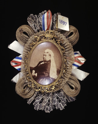 Victorian commemorative brooch: 1897