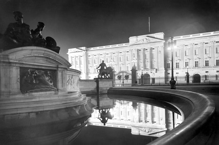 Buckingham Palace at night: 20th century