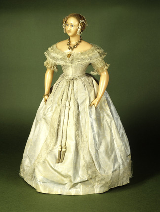 Queen Victoria doll: 19th century