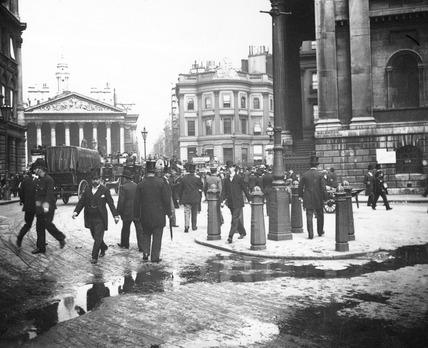 Street Scene near Bank: c.1900