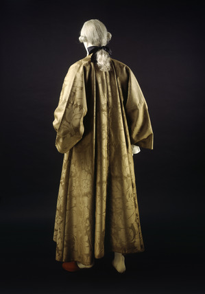 Banyan of brown woollen damask, back view: 18th century