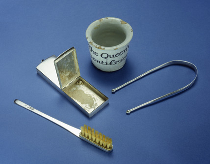 Dental travel set: 18th century