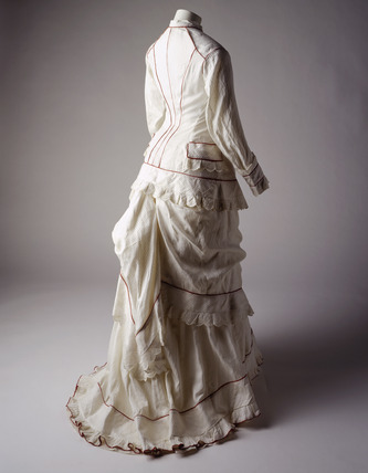 White muslin dress, back view: 19th century