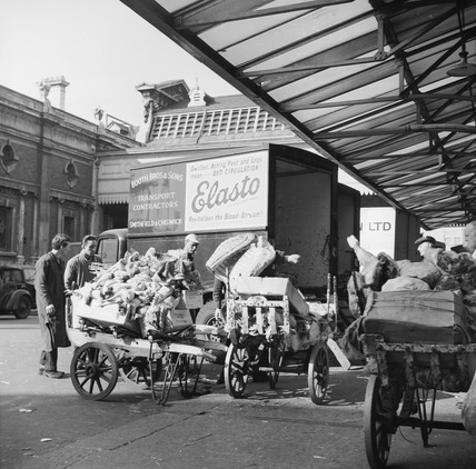 Unloading meat and poultry at Smithfield Market: 20th century
