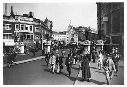 Victoria Station forecourt: 20th century