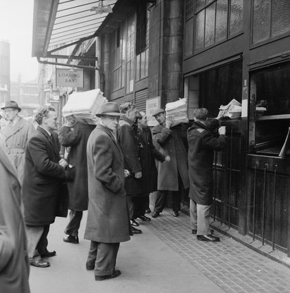 Men outside the Evening News loading bays, Fleet Street: 1962