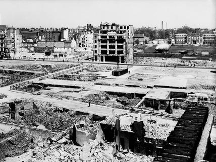 Bomb damage around Moorgate: 20th century