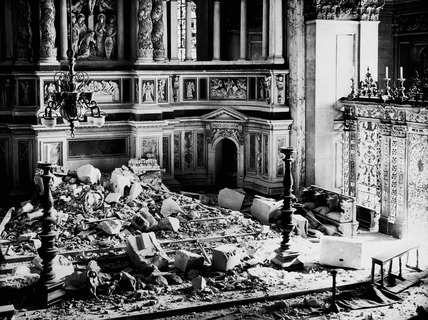 Bomb damage at the St Paul's Cathedral: 1940