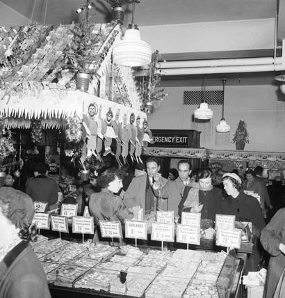 Christmas season in Selfridges: 1953