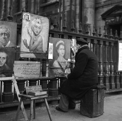 Street artist painting a portrait of the Queen: 1950-1959