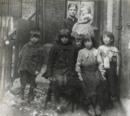 East End family: c.1900