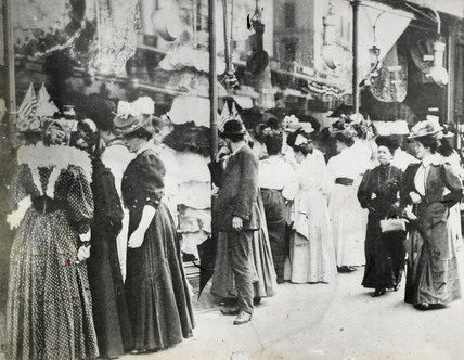 Regent Street shoppers: c.1900