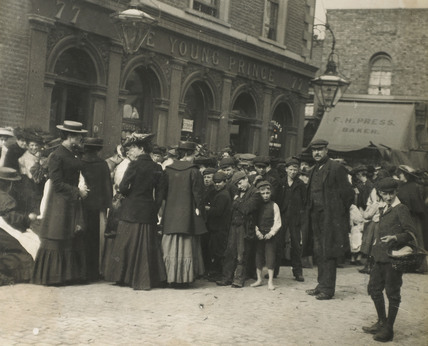 Crowd outside public house in Polplar: c.1900