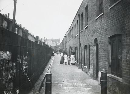 A Bethnal Green slum: c.1900