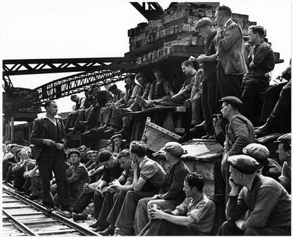 Waterloo Bridge builders union meeting, August 1939
