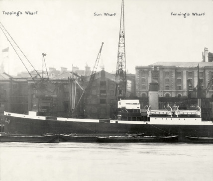 Thames Riverscape showing Topping's Wharf, Sun Wharf and Fenning's Wharf: 1937