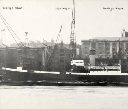 Thames Riverscape showing Topping's Wharf, Sun Wharf and Fenning's Wharf: 1937