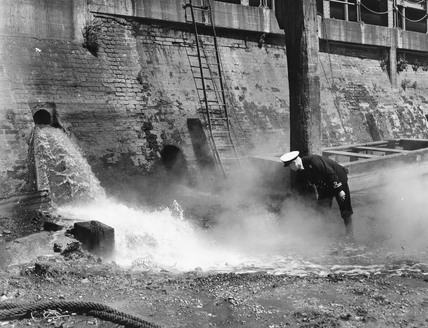 PLA tackles river pollution: 1950